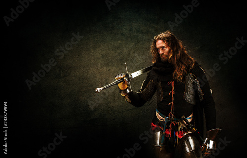 Portrait of a knight armed with a claymore Poster Mural XXL