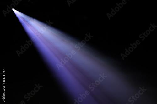Fototapeta spot lumière spectacle concert faisceau lumineux bleu led scène éclairage éclairer artiste musique obraz