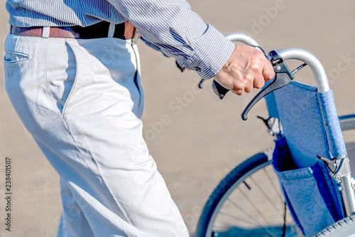 Fotografie, Obraz  車いすを押す男性の手元のアップ。介護、介助、福祉、老後、障害イメージ
