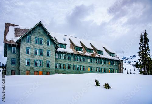 Fotografie, Obraz  mountain lodge in snow