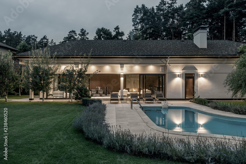 Luminous villa with swimming pool and large lawn
