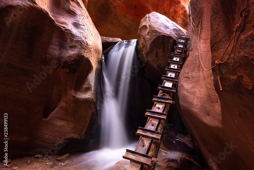 Foto Waterfall at Kanarra creek slot canyon in Zion national park, Utah, USA