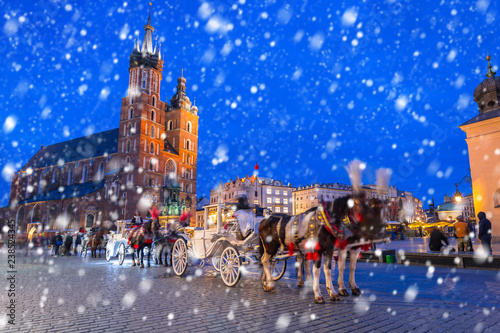 Fototapeta Old town of Krakow on a cold winter night with falling snow, Poland obraz
