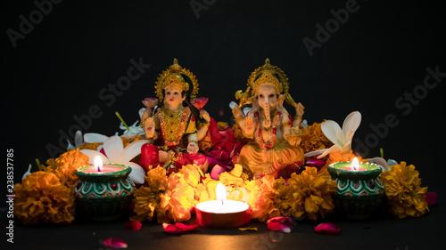 Photo  Hindu God Laxmi Ganesh with Candle Light at Diwali Festival