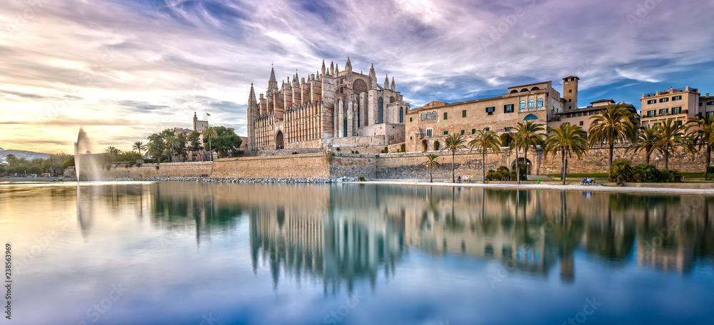 Fototapety, obrazy: The Cathedral La Seu at Sunset in Palma de Mallorca