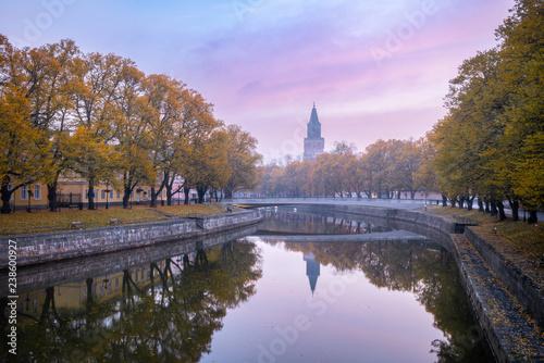Foto auf Gartenposter Flieder Aura river with beautiful fall foliage with Turku Cathedral in Turku Finland