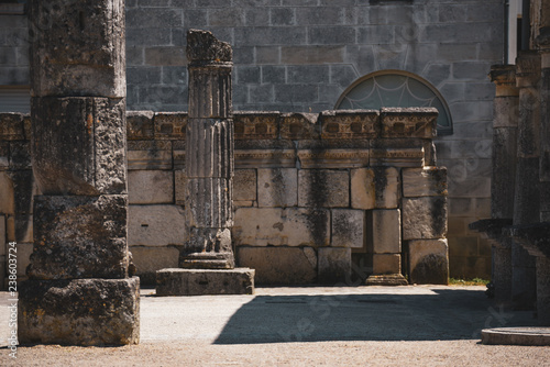 Photographie  historic columns from Roman times