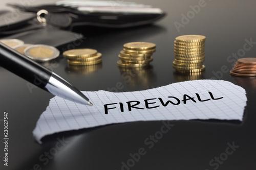 Fotografía  Firewall auf einem Zettel
