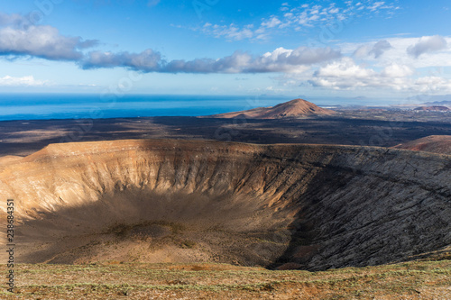 Photo Caldera Blanca volcano in Lanzarote, Spain