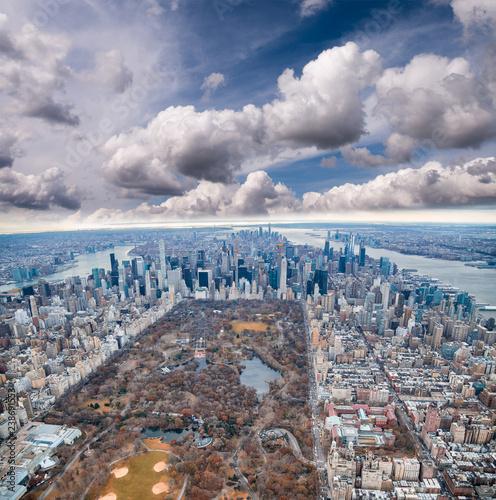 Papiers peints Lieux connus d Amérique Aerial view of Manhattan. Central Park, city skyscrapers with Hudson and East River in winter season
