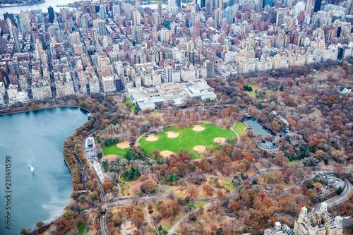 Papiers peints Lieux connus d Amérique Metropolitan Museum Of Art and Central Park aerial view in autumn, New York City from helicopter