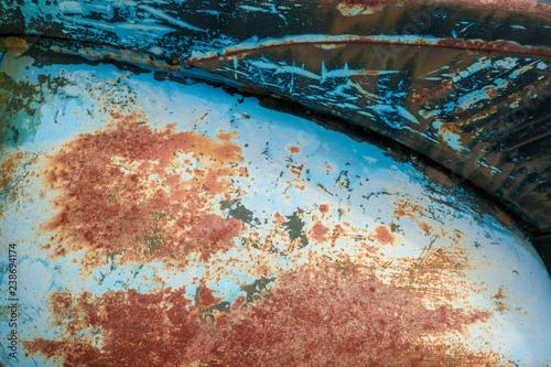 Canvastavla altes grunge zerkratztes rostiges vintage farbig lackierter Kotflügel Citroen 2C