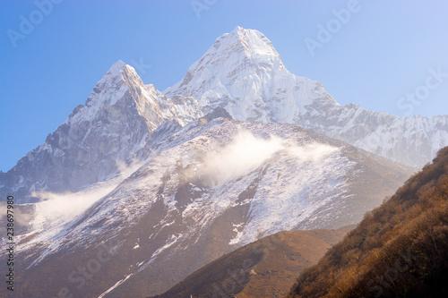 Photo  Ama Dablam summit in Himalayas Everest base camp trek