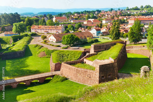 Foto Belfort cityscape with famous citadel rampart