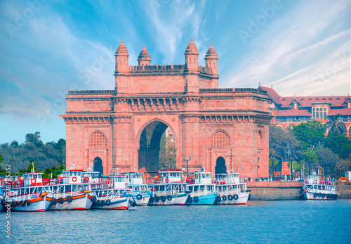 Spoed Foto op Canvas Artistiek mon. The Gateway of India and boats as seen from the Harbour - Mumbai, India