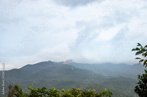 Fotografía  Mountain views in the tropical greenery in the mist
