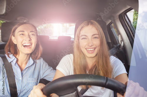 Fotografia, Obraz  Girl and her mother having fun during road trip