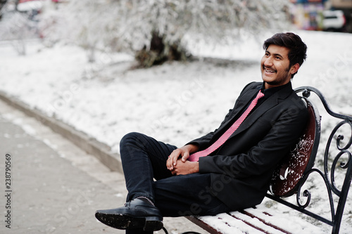 Photographie  Young indian man on suit and tie posed outdoor in winter day.