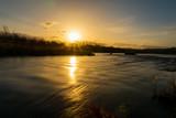 Fototapeta Sypialnia - 川と夕日 絶景 美しい日本の風景
