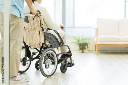 Obraz シニア女性と介護士 - fototapety do salonu
