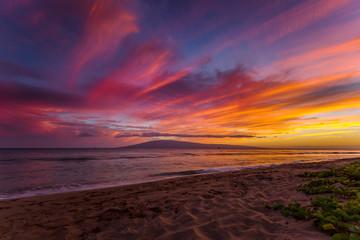 Kaanapali Beach na Maui, Hawaii o zachodzie słońca