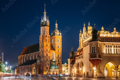 fototapeta na szkło Krakow, Poland. Evening Night View Of St. Mary's Basilica And Cl