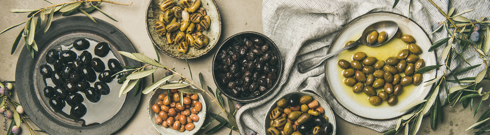 Fototapety, obrazy: Mediterranean pickled olives and olive tree branches, wide composition