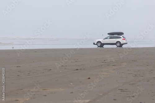 A white family car in Pacific beach area, Ocean Shores, WA Canvas-taulu