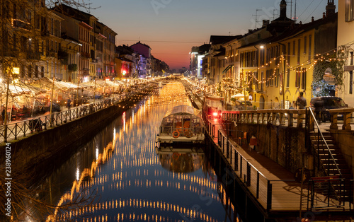 Photo  Luci di Natale sul naviglio a Milano