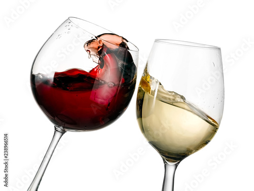Fototapeta Red and white wine glasses plash, close up obraz