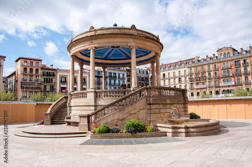 Plaza del Castillo bandstand in the Spanish city of Pamplona Fotobehang
