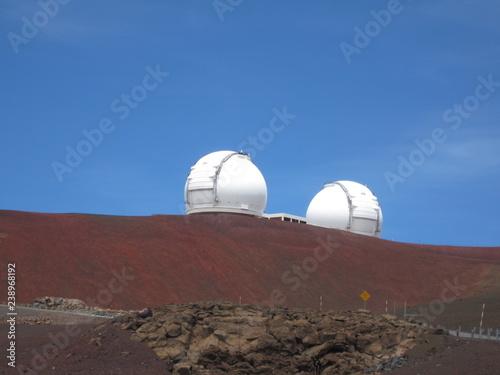 Kuppeln des Mauna Kea Observatorium auf Hawaii