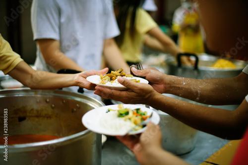 Fotografía Hand-feeding to the needy in society : concept of food sharing