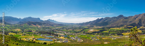 Montage in der Fensternische Landschaft Franschhoek valley panorama with its famous wineries and surrounding mountains, South Africa