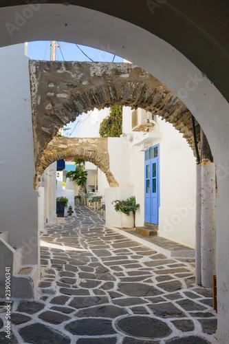 Fotografía  Typical street in Paros