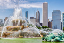 Buckingham Fountain And  Chicago Downtown In Grant Park, Chicago, Illinois