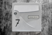 Boîte Aux Lettres Sur Mur En Béton Ciré