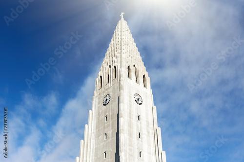 Fotografija  Hallgrimskirkja church in Reykjavik under cloudy blue sky in a sunny day