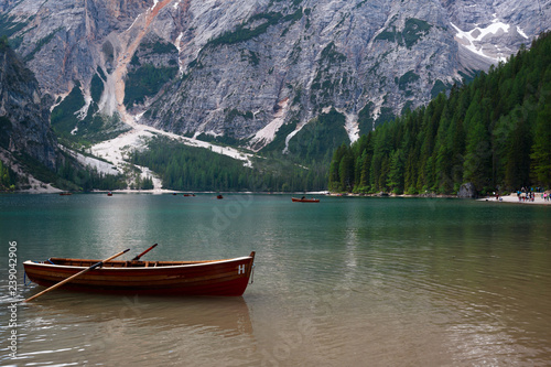 Photo Stands Lake Solitry boat in the Braies Lake