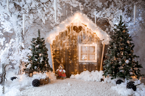 Keuken foto achterwand Bomen Christmas room interior with a beautiful Christmas tree and gifts