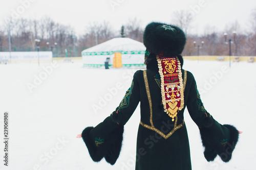 Fotografía  Beautiful girls in national Bashkir costumes. peoples of Russia.