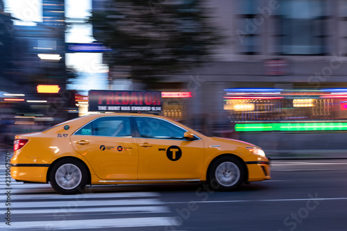 Taxis De Nueva York En Movimiento Buy This Stock Photo And