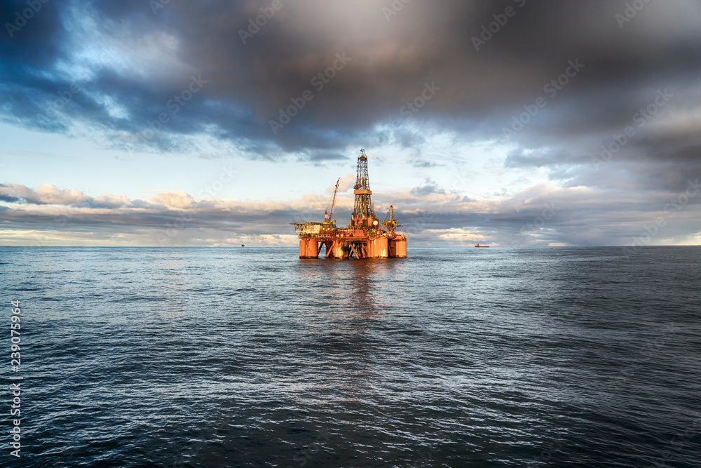 Fototapety, obrazy: Offshore oil rig at day