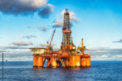 Fototapeta Offshore oil rig at day obraz