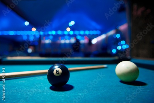 Papel de parede billiard table. black 8 ball isolated