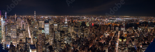 Fotografía  Aerial View of Manhattan and Long Island At Night