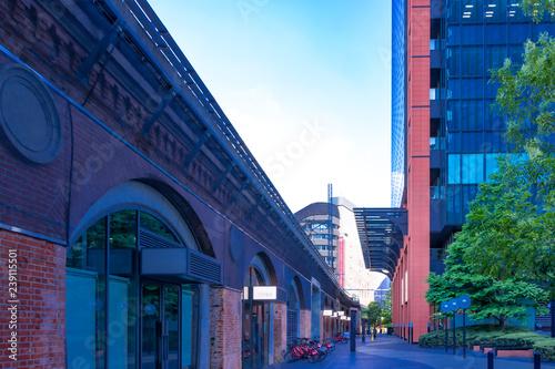 Photo  (東京都ー都市風景)万世橋から入った小道の風景