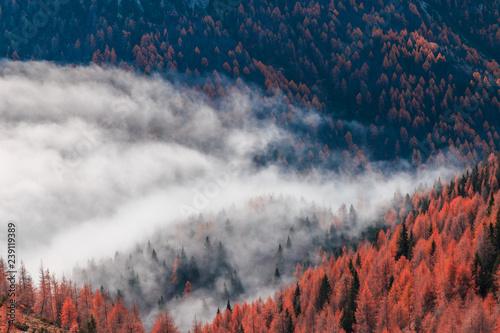 pochmurny-jesienny-dzien-we-wloskich-alpach