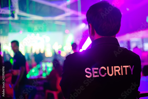 Fotografía security guard in night club.