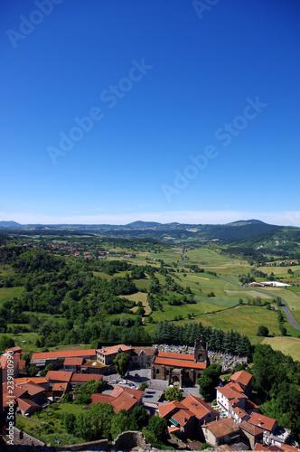 vue depuis la forteresse de Polignac sur le village de Polignac, haute loire
